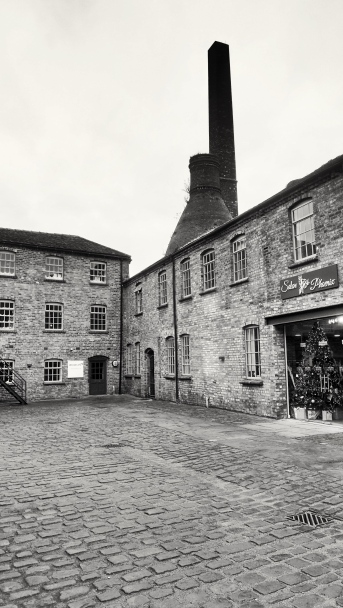 old-pottery-building-in-longton_31705970661_o